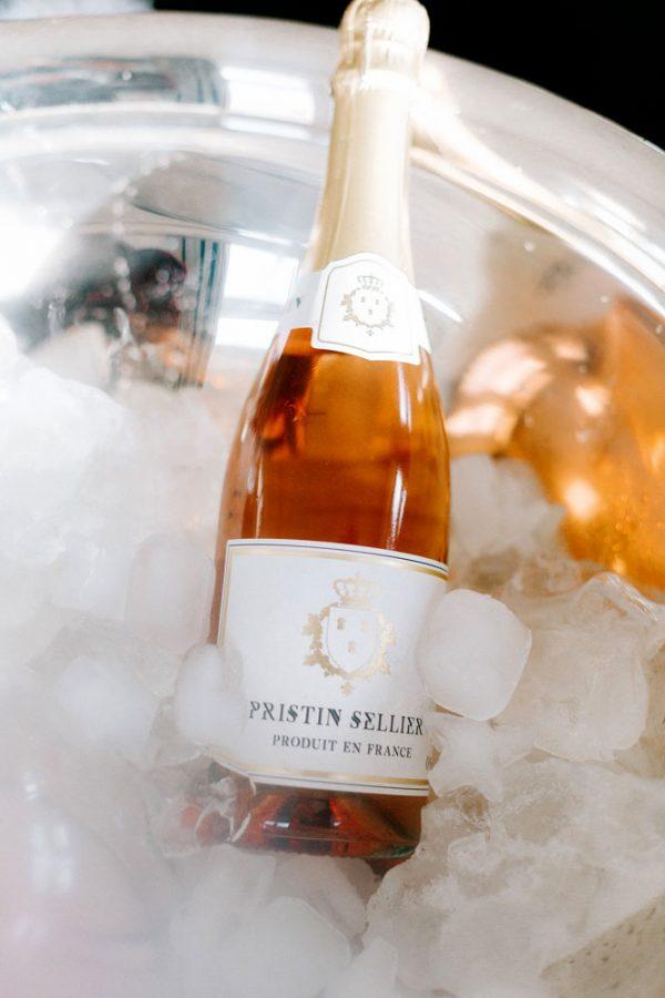 Bouteille Pristin Sellier rosé sans alcool dans seau à glace